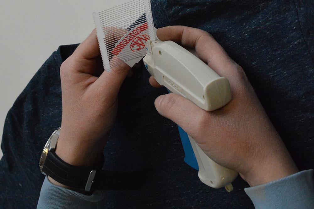 """Etiketteiermaschine - """"blutiger Finger"""" - Galvi"""